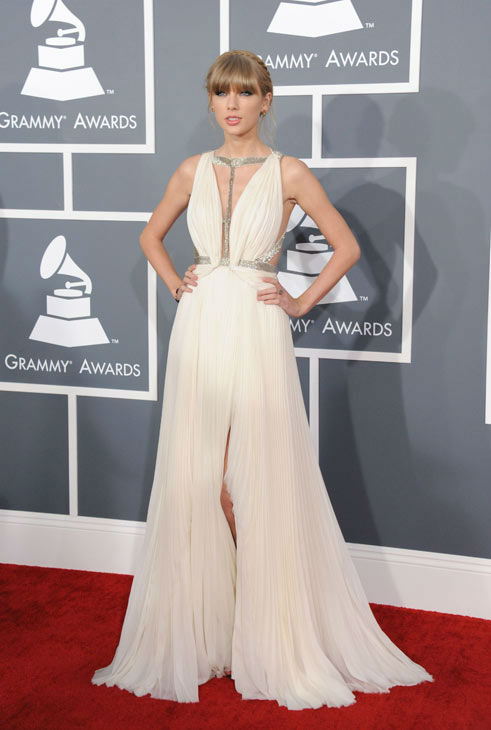 130210-galleryimg-ap-grammys-red-carpet-taylor-swift-dress-front