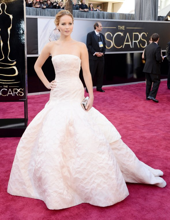 jennifer-lawrence-in-dior-haute-couture